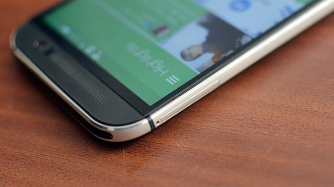 Thay mặt kính cảm ứng HTC One M8: Lấy kính mới thay thế kính cũ đã bị vỡ