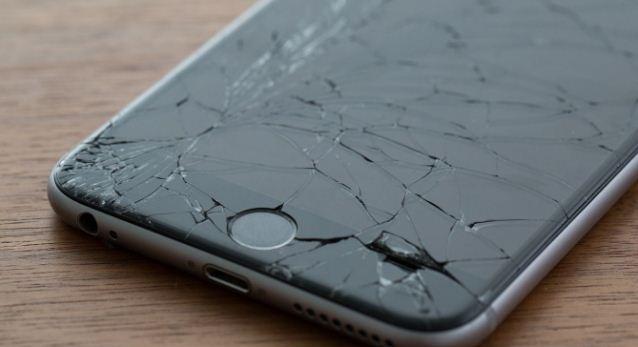 Trường hợp iPhone 7 vỡ kính khá là nhiều