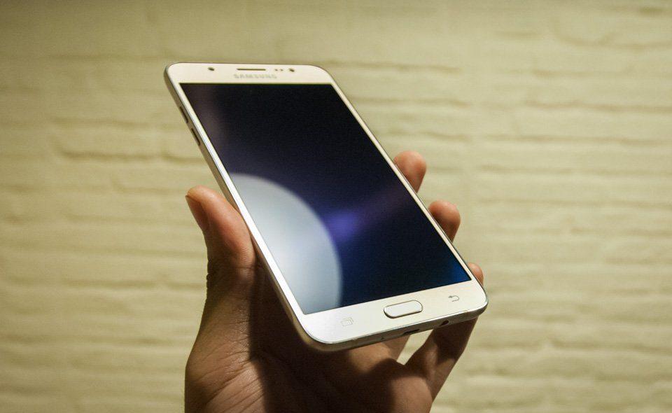 Trung tâm Caremobile nhận thay mặt kính điện thoại Samsung tất cả các model.