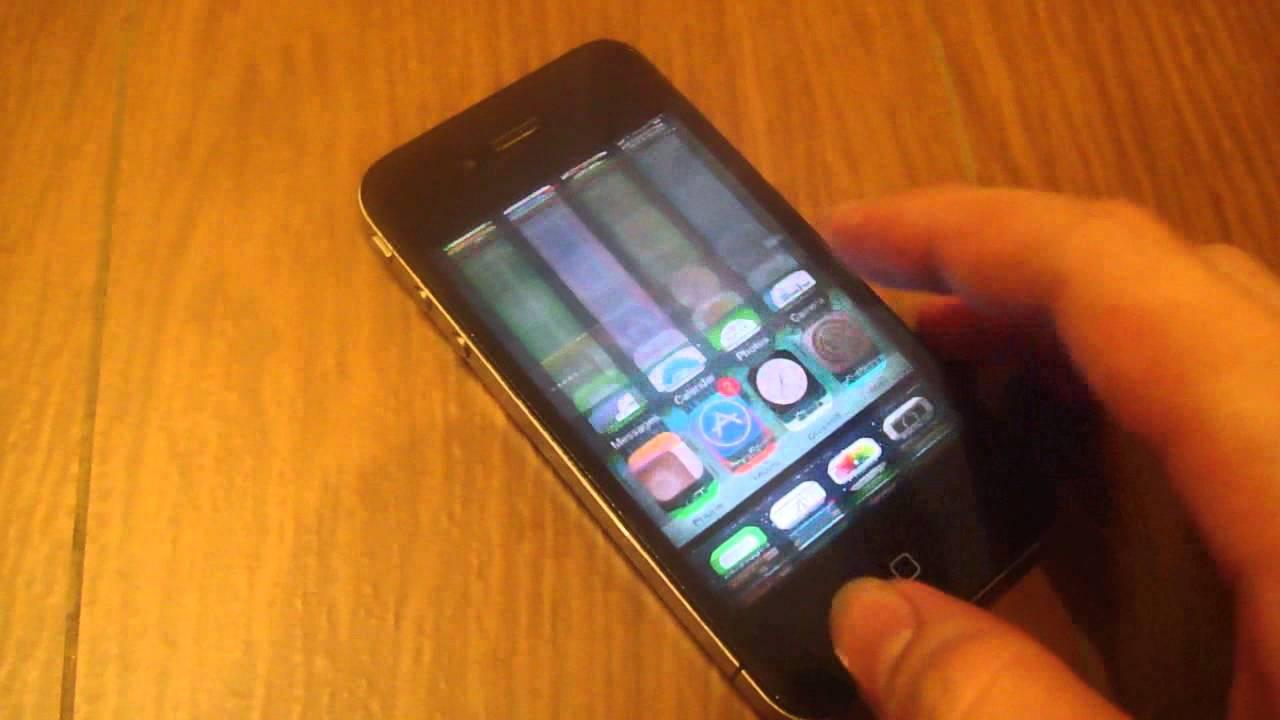 Màn hình iPhone 4 bị hư hỏng nặng.