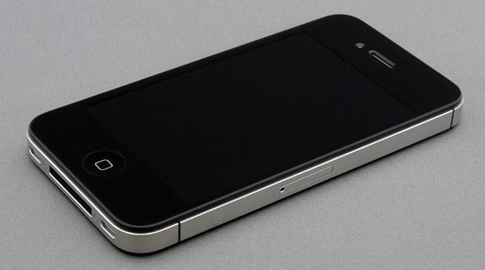 Người dùng cần để ý về giá thành và chất lượng dịch vụ thay kính iPhone 4S