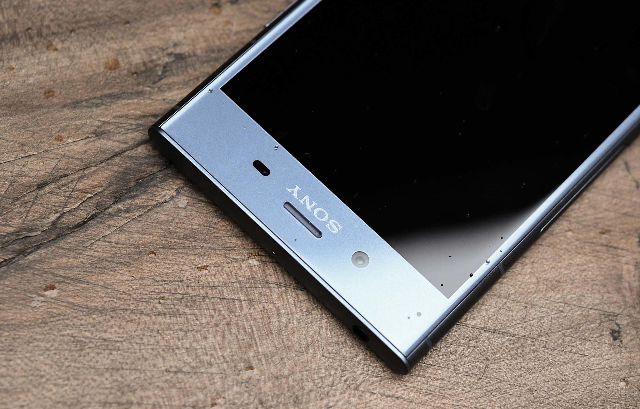 Rơi, vỡ chết màn hình đó là lý do bạn phải đi thay màn hình Sony XZ1