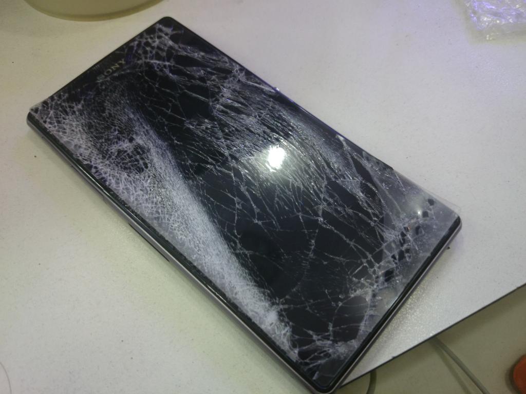Hình ảnh Sony Z Ultra bị rơi vỡ tan màn hình
