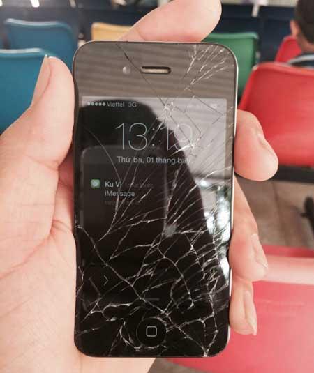 Trường hợp iPhone 4 vỡ kính nhiều