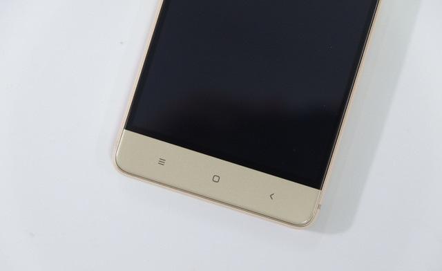 Trường hợp này là Xiaomi Redmi 4 bị chết đen màn hình