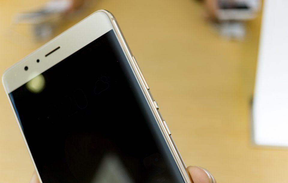 Thay IC Wifi Huawei V8:  Tìm đúng thợ giỏi nếu không muốn máy chết nguồn.