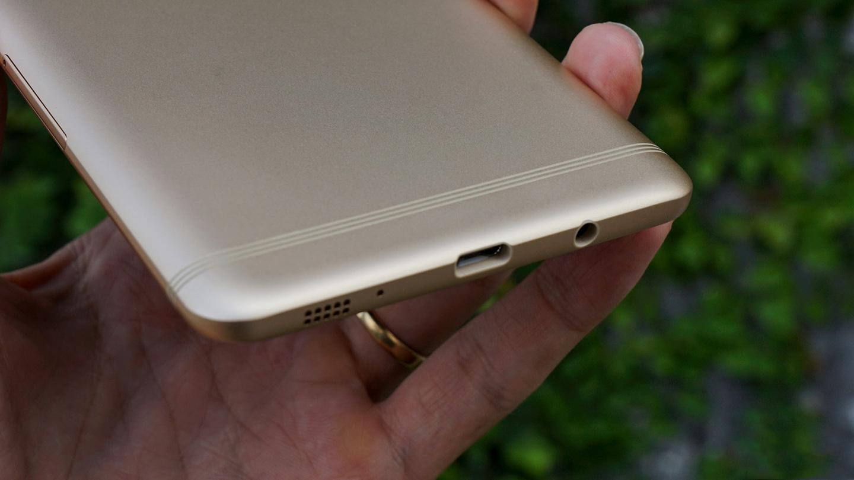 Samsung C9 không nhận sạc nên không thể cung cấp năng lượng cho máy.