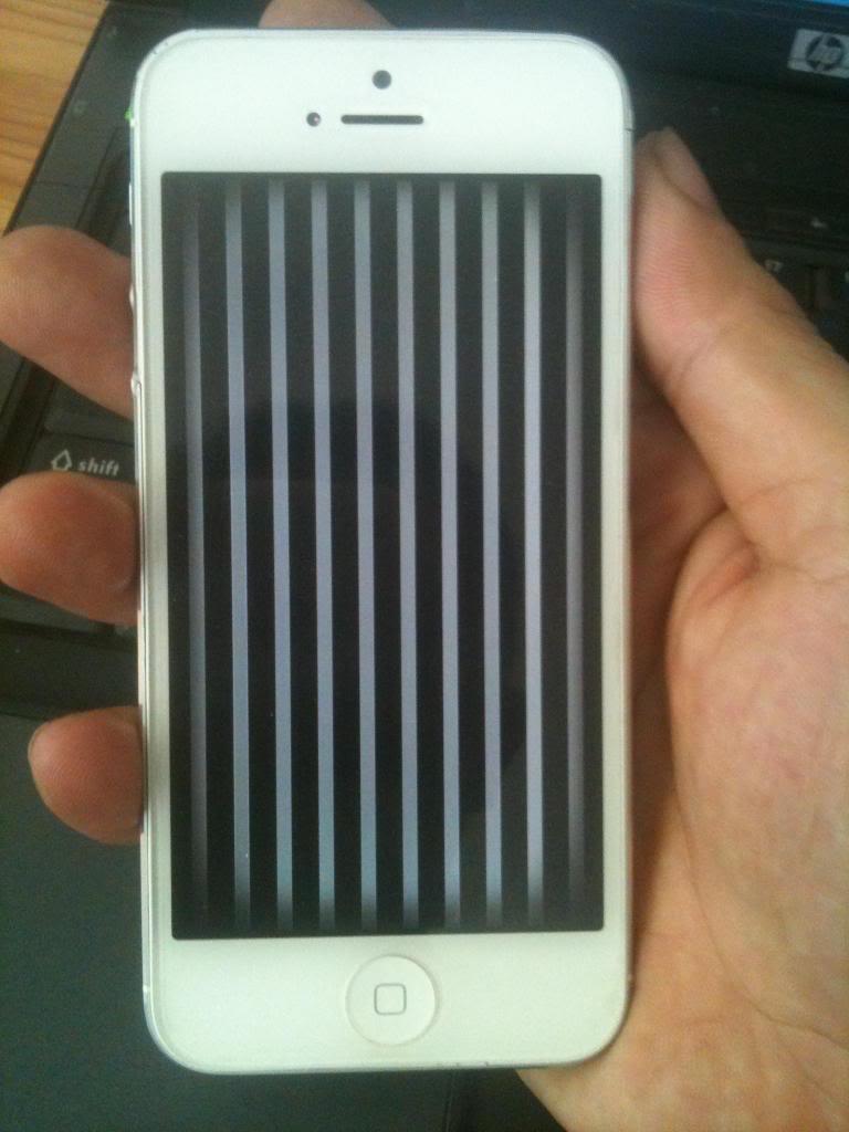 Trường hợp iPhone 5 bị vỡ sọc màn hình và cần thay mới nhanh chóng