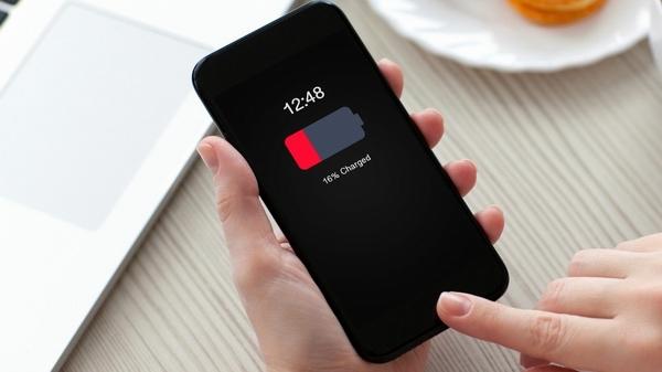 Thay IC sạc iPhone 5 chính hãng