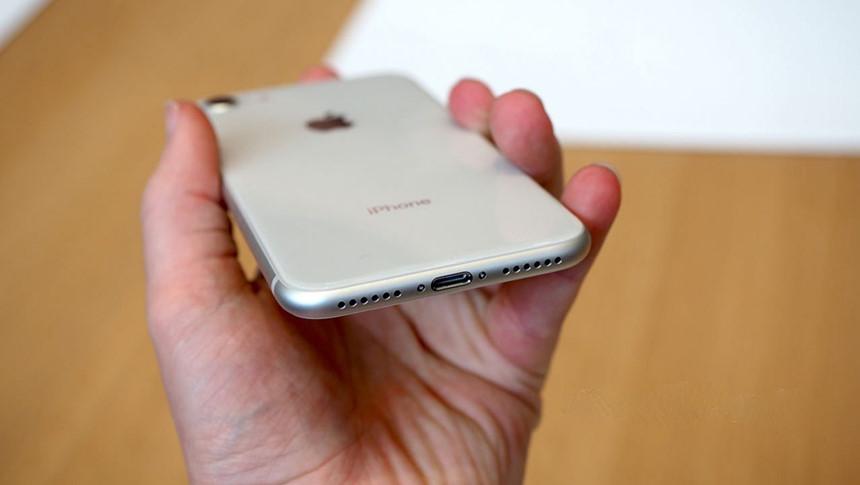 Sửa iPhone 8 lỗi chân sạc, không sạc được
