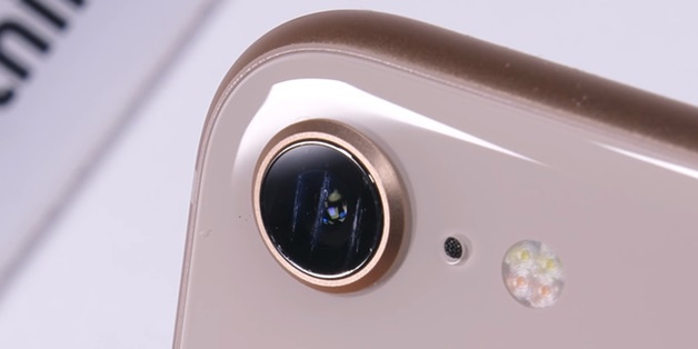 Thay kính camera iPhone 8 khi bị xước nhiều