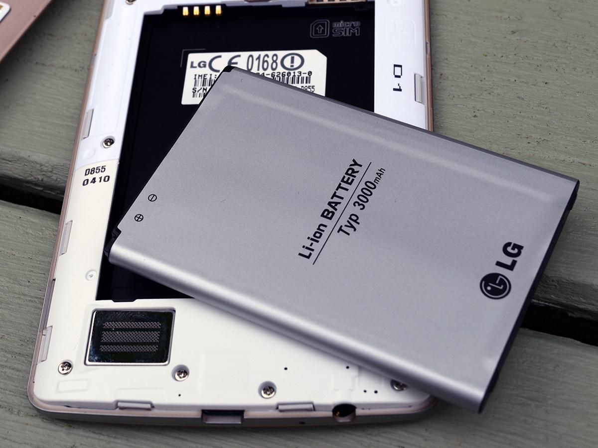 Thay pin LG G2 tại trung tâm Caremobile.