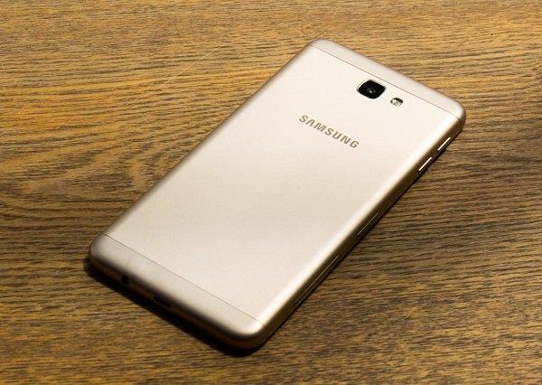 Hiện tượng pin Samsung J7 Prime bị phồng cần thay ngay tránh lỗi màn hình và cháy  nổ.