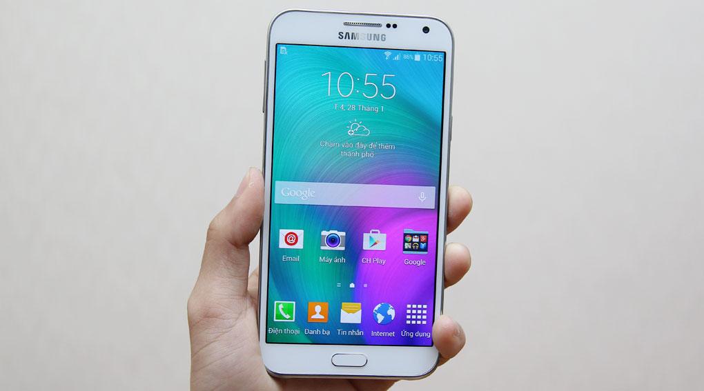 Đa số thay chân sạc Samsung E7 là khắc phục được lỗi sạc