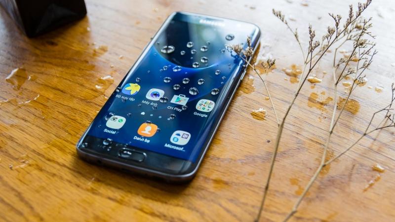 Rơi nước có thể gây lỗi loa Samsung  và phải thay loa mới
