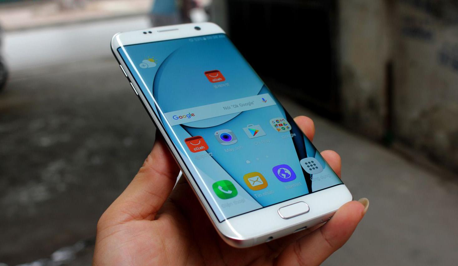 Quy trình thay IC Wifi Samsung S7 Edge tại trung tâm Caremobile.