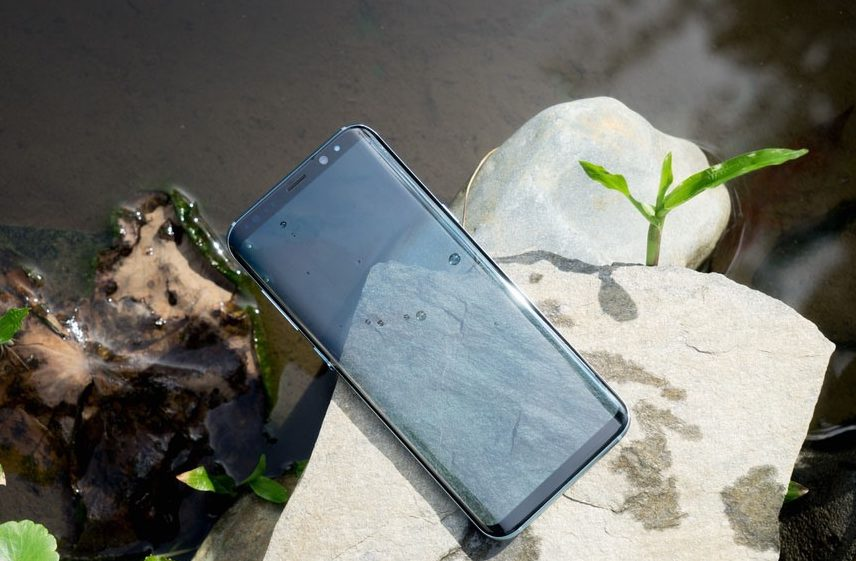Chân sạc Samsung S8 Plus: Đóng vai trò quan trọng cung cấp năng lượng cho máy.