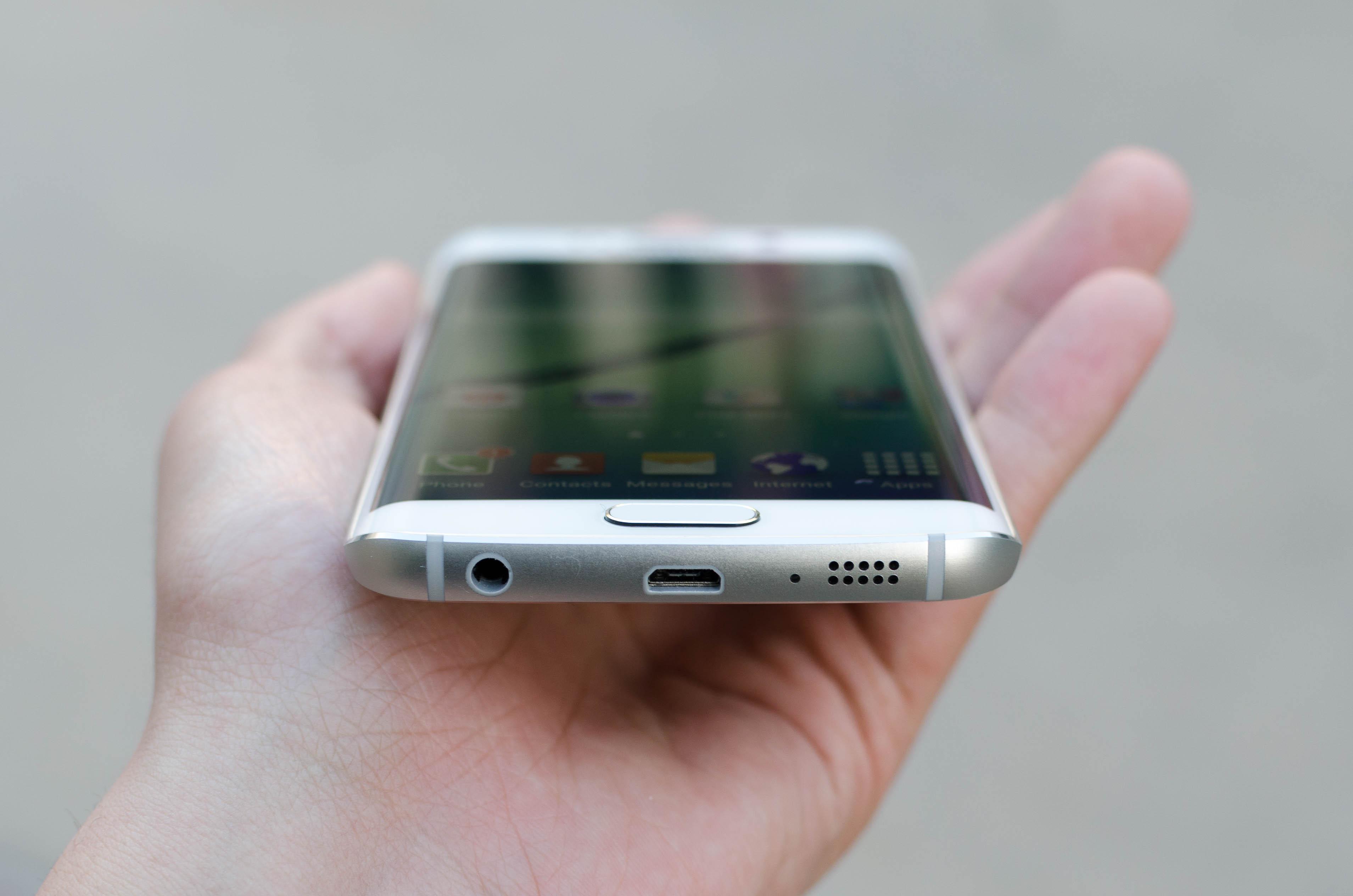 Ở Samsung S6 Edge, lỗi trước là lỗi sạc nhanh.