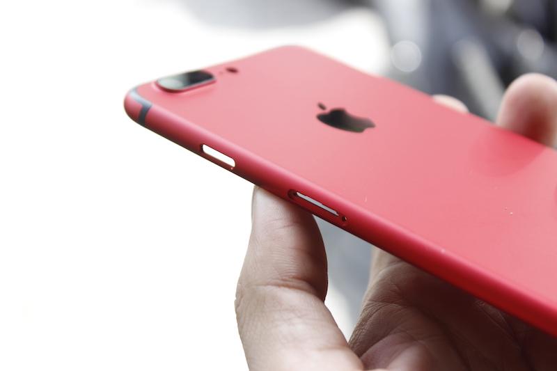 Thay vỏ điện thoại iPhone 7 Plus đỏ
