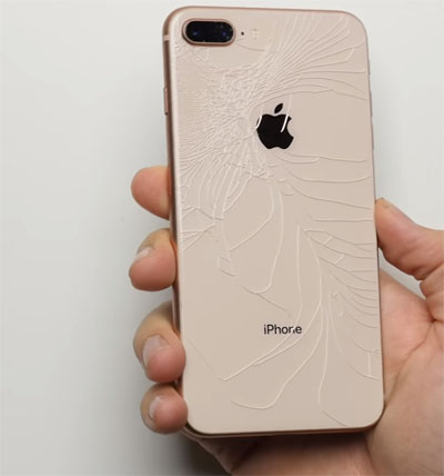 Hình ảnh iPhone 8 Plus vỡ mặt kính lưng.