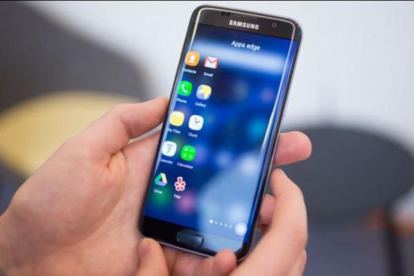 Trường hợp nặng có khi phải thay chân sạc Samsung S7, S7 Edge