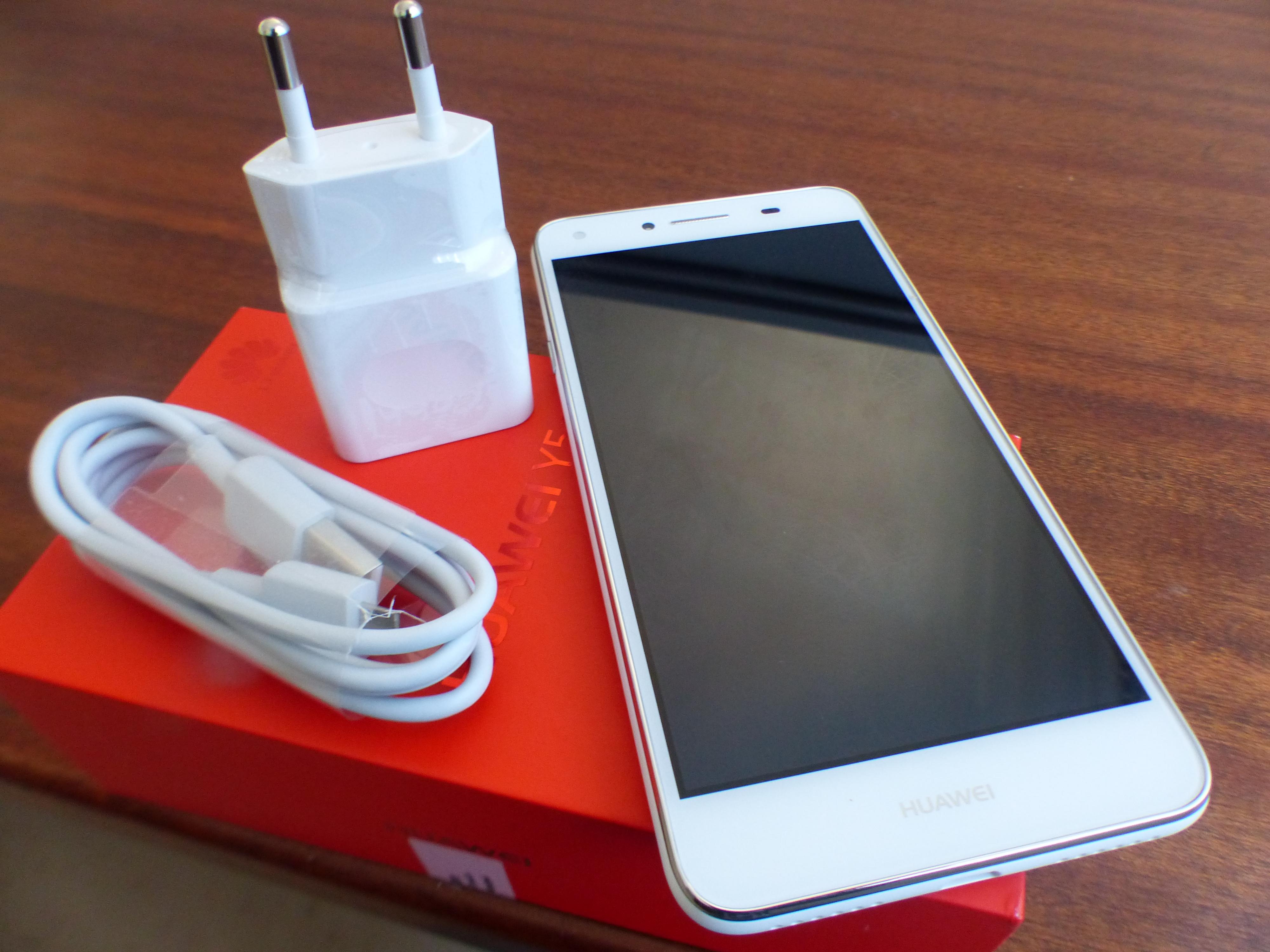 Có trường hợp mua Huawei Y3 chưa đầy 1 tuần nhưng bị vỡ mặt kính rồi