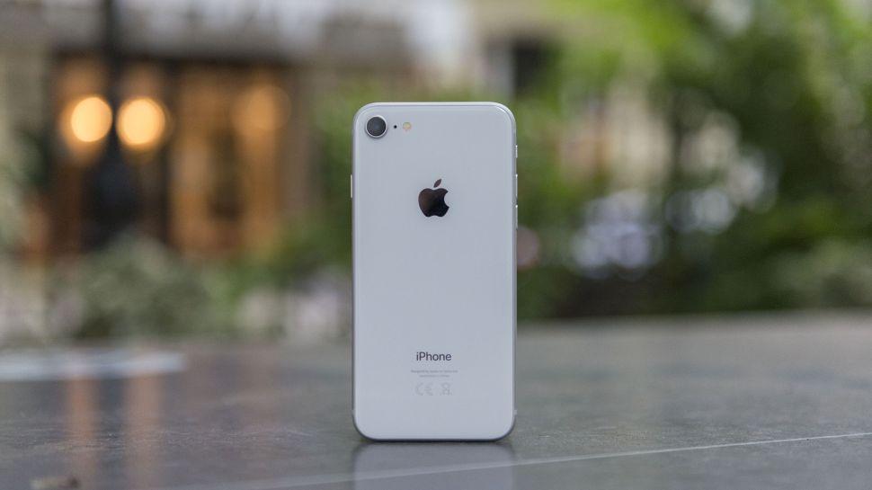 Thay kính camera iPhone 9 không phải tháo máy