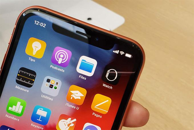 Thay mặt kính cảm ứng iPhone XR: chiếc smartphone thú vị của Apple