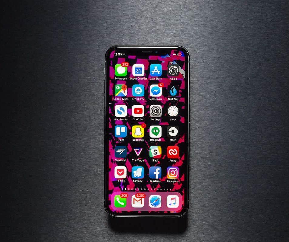 Thay kính camera iPhone 9 zin chính hãng 100%