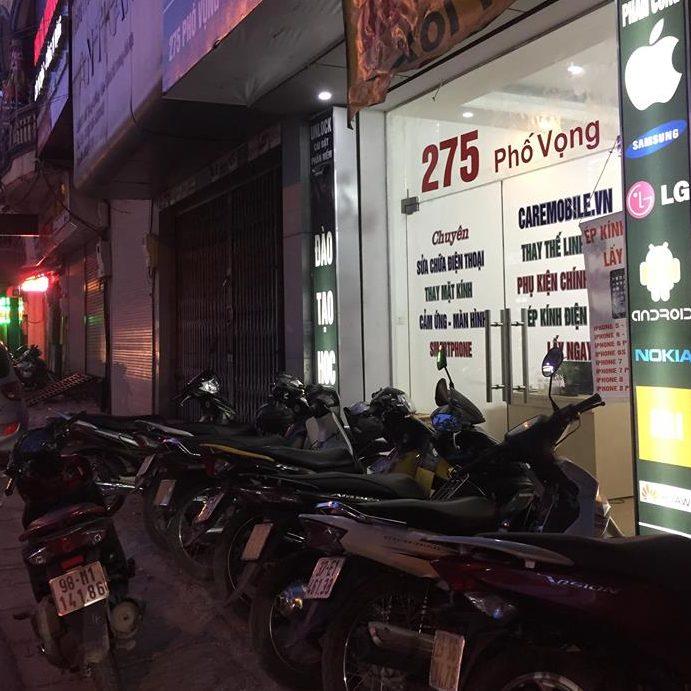 Khách sửa chữa điện thoại về đêm tại CareMobile