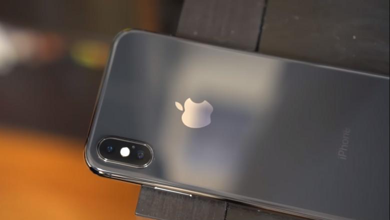 Thay kính camera iPhone X Plus zin, không cần bốc máy tại CareMobile