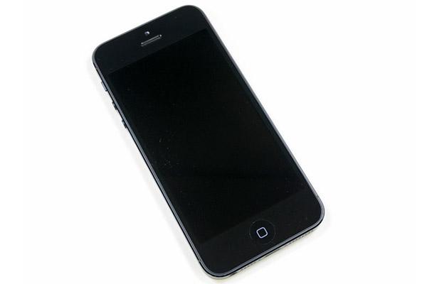 iPhone 5, 5S lỗi đèn màn hình: Lỗi này được sửa ở trên bo mạch của máy.