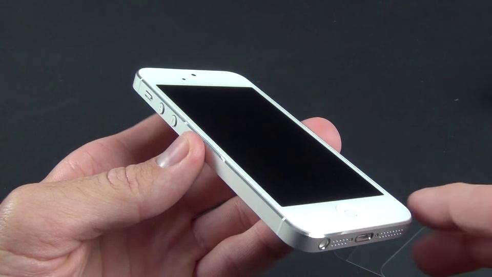 Hiện tượng iPhone 5 lỗi đèn màn hình: Hiện tượng giống như iPhone 5 chết màn hình.