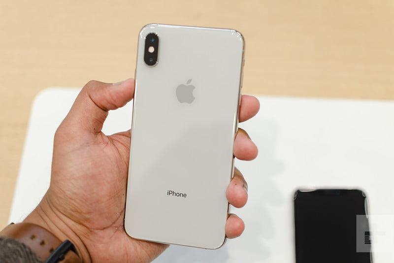tjhay lưng iphone xs giá rẻ tại dống đa