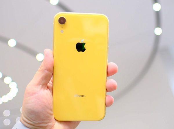 Trung tâm CM luôn có đủ màu sắc kính lưng iPhone XR cho khách hàng lựa chọn.