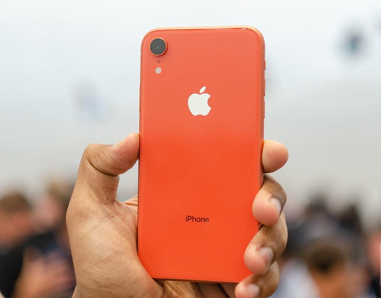 Khi rơi vỡ, bể mặt kính sau mới cần đi thay nắp lưng iPhone XR