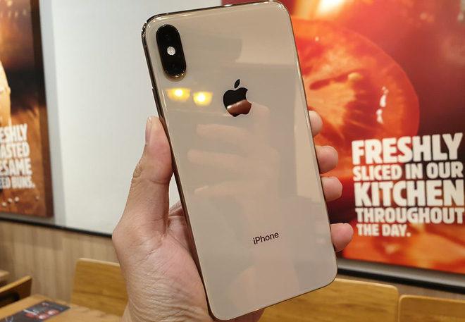 Dịch vụ thay nắp lưng iPhone XS Zin tại trung tâm Caremobile.