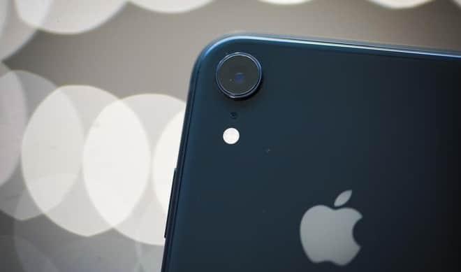 Cần thay kính camera iPhone XR khi bị vỡ để bảo vệ camera sau
