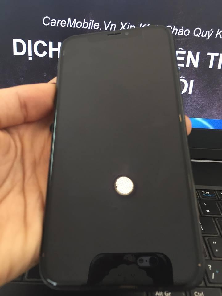 Khi bị vỡ kính nên thay kính iPhone XS Max ngay tránh để lâu ảnh hưởng màn hình.