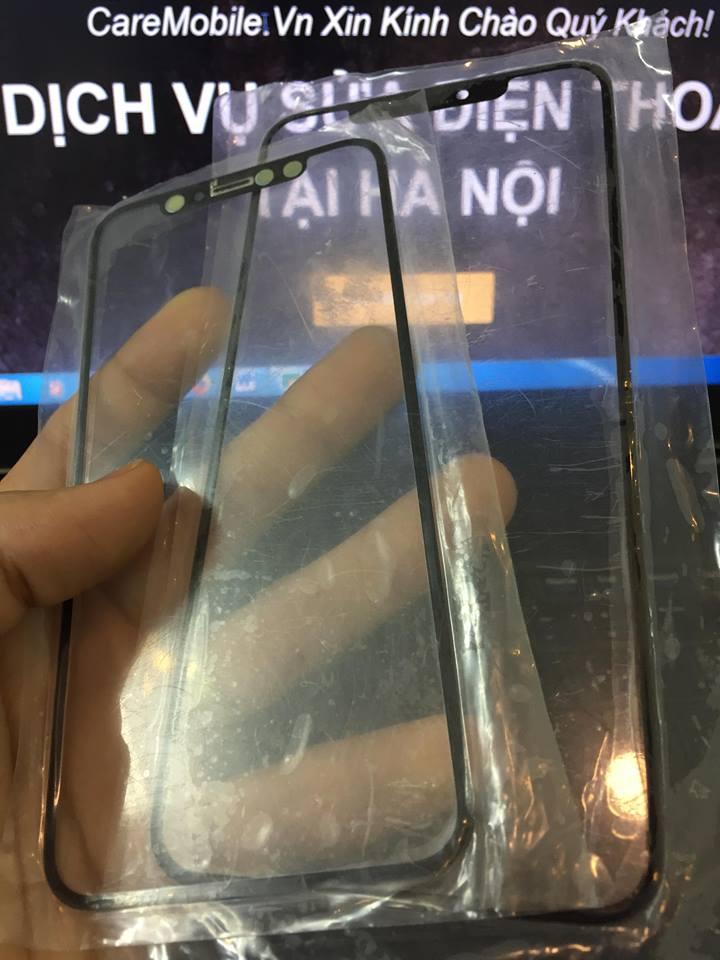 Đừng thử, có thể bạn phải thay mặt kính iPhone XS nếu đúng góc bể.