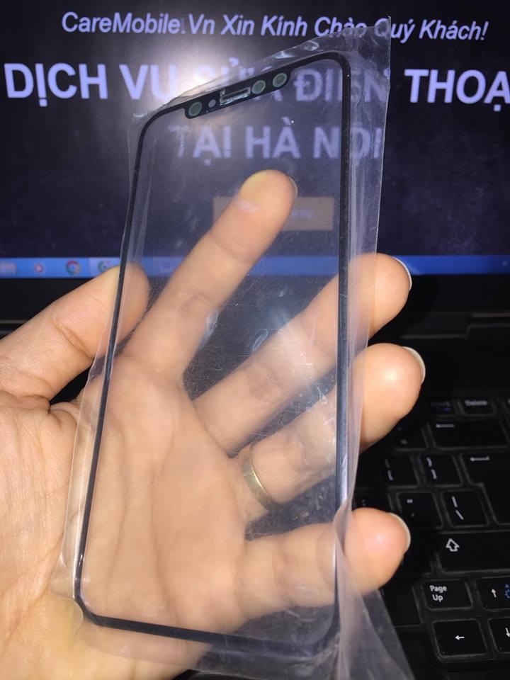 Kính iPhone XS với độ chịu lực khá cao.